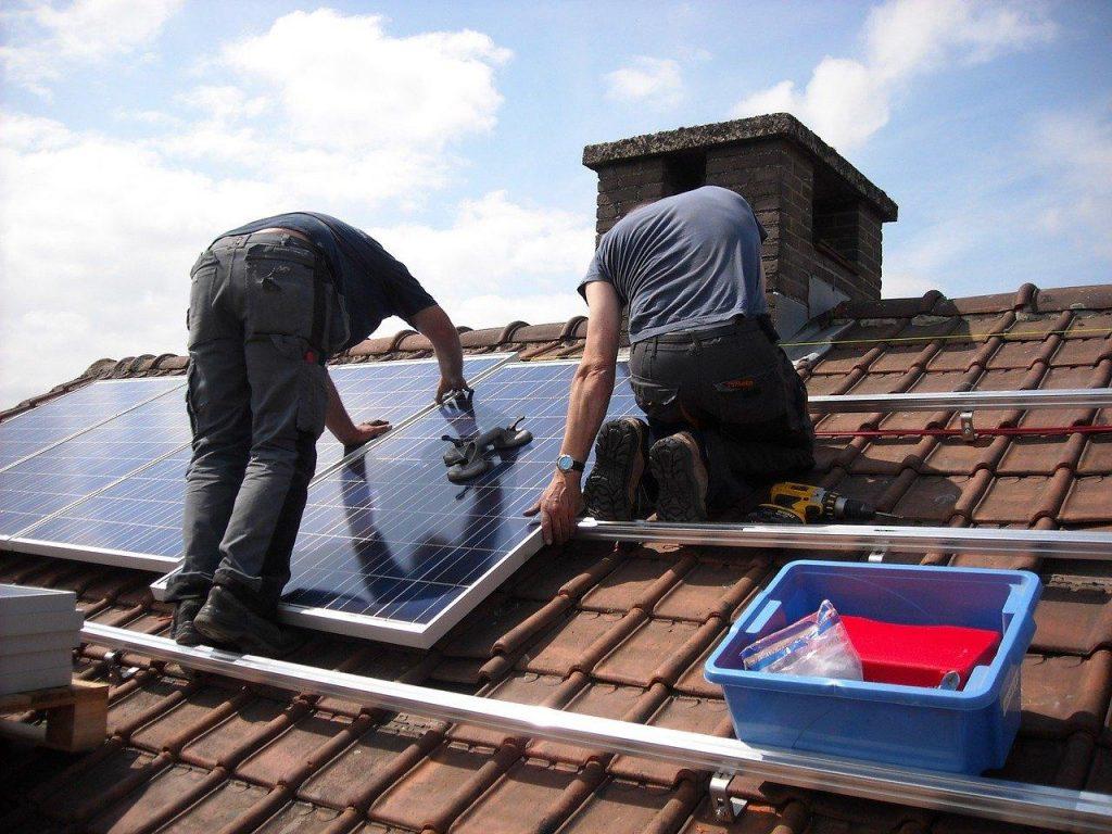 Kit solaire pour cabane de jardin : Comment le choisir ?
